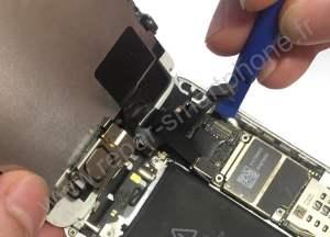 Retirer la nappe de l ecran iPhone 5S SE