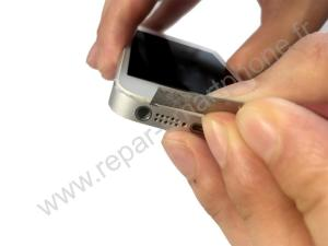 Retirer l'ecran d'un iPhone avec un cutter 1