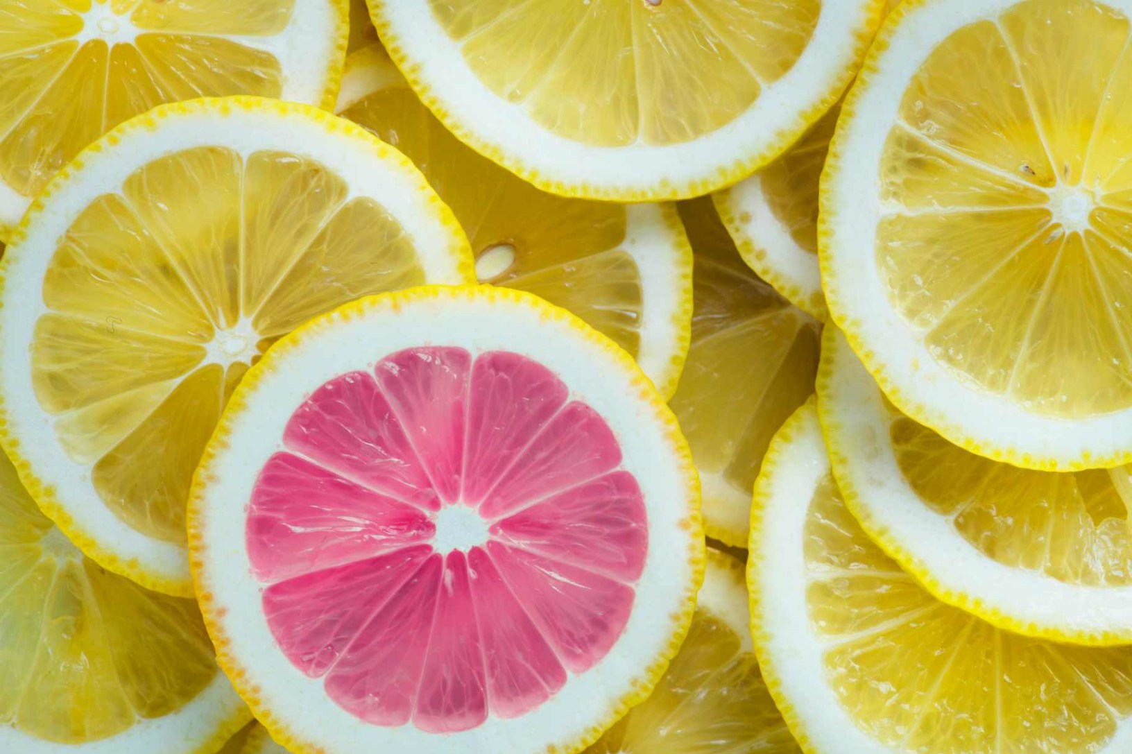 An image of lemons with one unique pink one