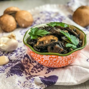An image of a bowl of Balsamic Garlic Mushrooms
