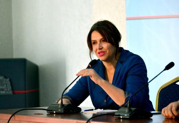 Genta Sula, anëtare e Autoritetit për Hapjen e Dosjeve   Foto : LSA