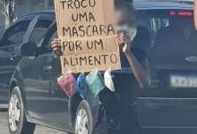 Photo of DESEMPREGO! Mãe de menina que trocava máscara por comida no Rio consegue emprego após imagem viralizar na internet