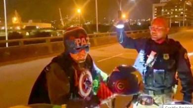 Photo of HERÓI DETIDO! Capitão América é flagrado dirigindo moto sem habilitação