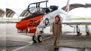 Photo of Após 110 anos de aviação, Marinha dos EUA tem sua primeira piloto de caça negra