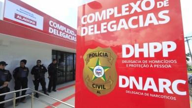 Photo of Casal é preso com 6 kg de maconha dentro de residência em Maceió, AL