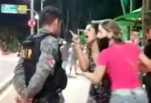 Photo of BAIXARIA! Ronda no Bairro prende jovem por desacato a agentes na orla de Ponta Verde; Assista!