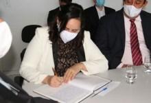 Photo of Fabiana Pessoa toma posse do cargo de prefeita de Arapiraca, em cerimônia na Câmara de Vereadores