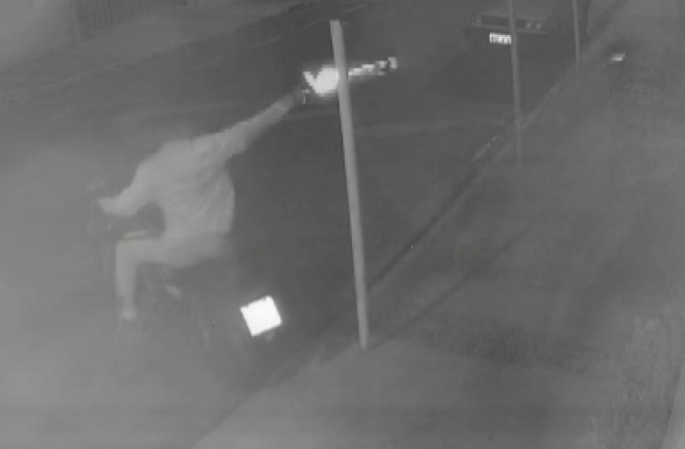 Comerciante é assassinada ao abrir o portão de sua residência