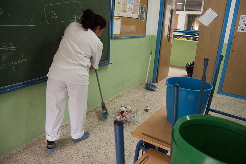 Resultado de imagen de trabajadora de limpieza