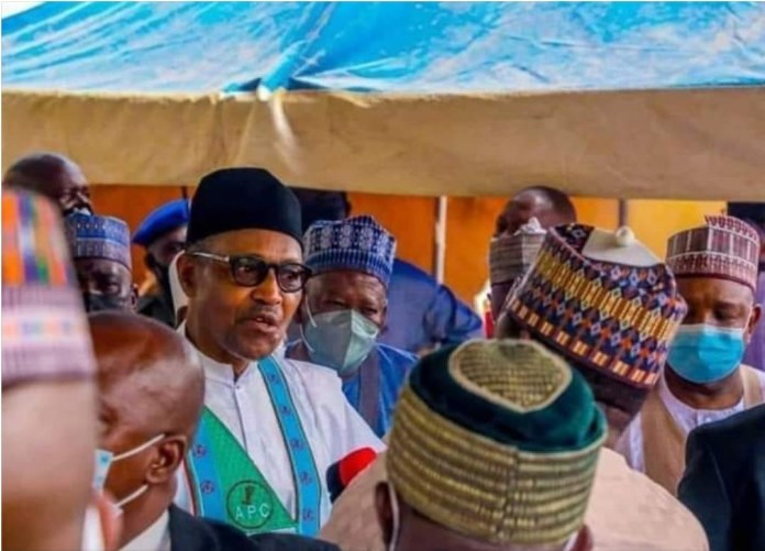 Lauretta Onochie Says This Photo Of Buhari Not Wearing Face Mask In Daura Is Photoshop
