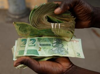 Confusion over new currency hits Zimbabwe