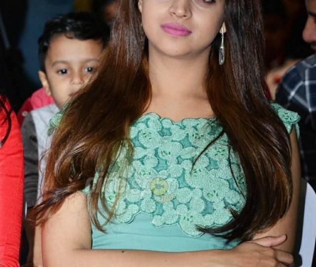 Bhavana Hot Hd Photoshoot At Award Show