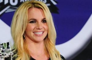 Britney Spears quits live performances, slams father over controlling her affairs