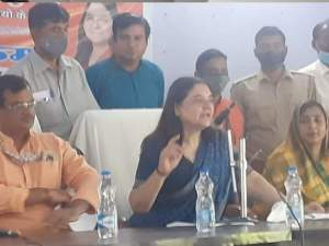 Maneka Gandhi's statement on stray animals, said - prepare dung sticks ... the problem will also end with income