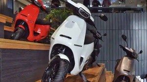 If the batteries of electric scooters last for their warranty period, the savings on these vehicles is higher. (AFP)