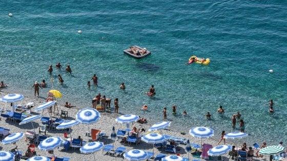 Puglia, la destra insorge: la Regione ritira il bando per i turisti di fede islamica