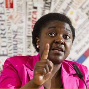 """I neri fuori dal locale, Kyenge: """"Attenti, il razzismo è nei dettagli"""""""