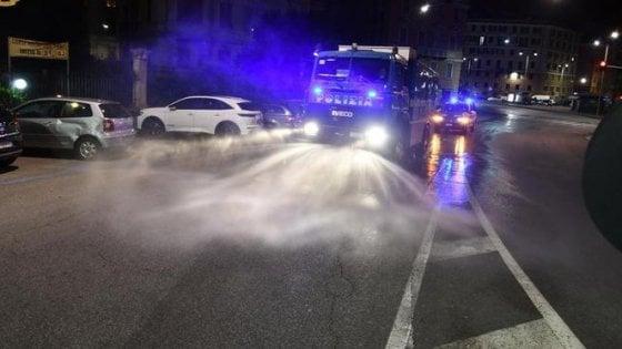 Rimini, orge in strada e offese alla polizia: ''Ecco la nostra quarantena''
