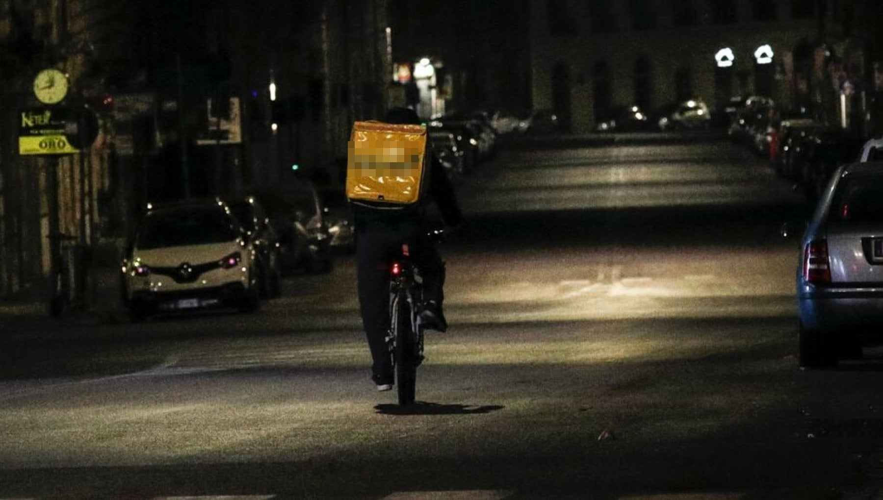 Bologna, rider strappa biglietto inneggiante al Duce nella consegna: licenziato