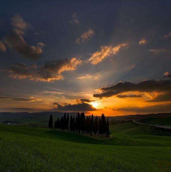 Albe tramonti mare montagne il sole si mette in posa su Fb  1 di 1  Milano  Repubblicait