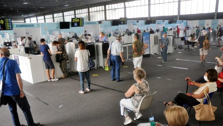 Dosi in diminuzione ma la Sicilia non blocca la campagna vaccinale - la  Repubblica