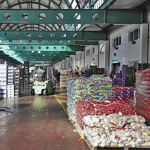 I mercati generali aperti di giorno, no delle frutterie: addio freschezza