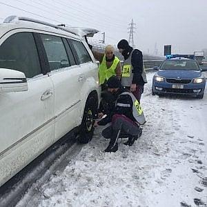 Neve e pioggia gelata, autostrade in tilt. Chiusa un tratto della Genova-Gravellona