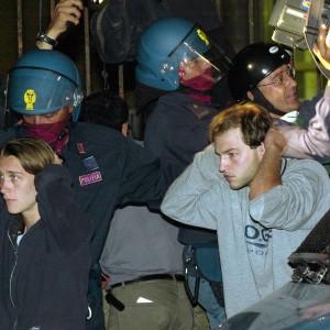 G8 di Genova, 3 superpoliziotti agli arresti dopo 13 anni per i pestaggi alla scuola Diaz