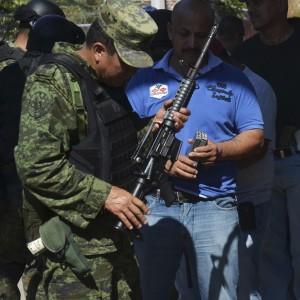 Brucia il Messico della droga. Battaglia tra narcos e milizie popolari