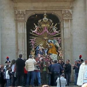 Calabria, la Madonna fa l'inchino al boss
