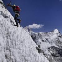 Alpinismo, morto lo svizzero Ueli Steck: tentava primato su Everest
