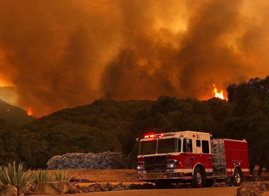 California emergenza incendi paura e case evacuate