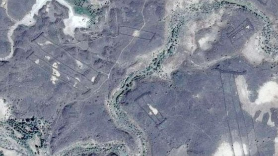 Centinaia di misteriosi 'cancelli' di pietra scoperti in Arabia Saudita grazie a Google Earth