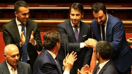 """Senato, approvata la fiducia. Renzi: """"Noi diversi da voi. Trenta chiarisca al Copasir"""". Segre: """"No a leggi speciali per Rom e Sinti"""""""