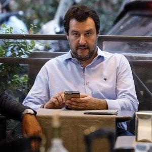 """Migranti, Macron: """"Italia cinica e irresponsabile"""". Palazzo Chigi: """"Non accettiamo lezioni ipocrite da Francia"""""""