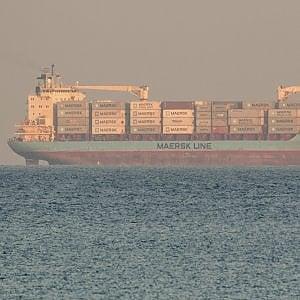 Migranti, a mezzanotte l'attracco a Pozzallo per il cargo danese fermo da giorni davanti al porto