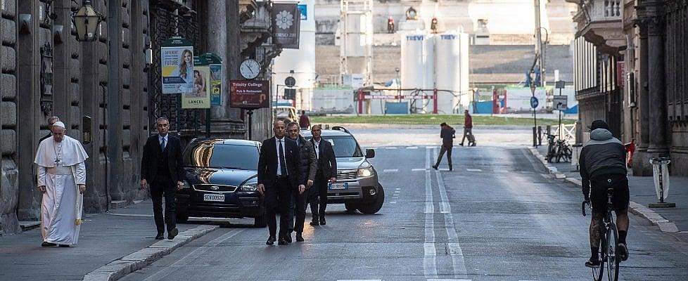 Coronavirus, Papa a piedi per le strade di Roma: oggi pomeriggio a S.M.Maggiore e a S.Marcello