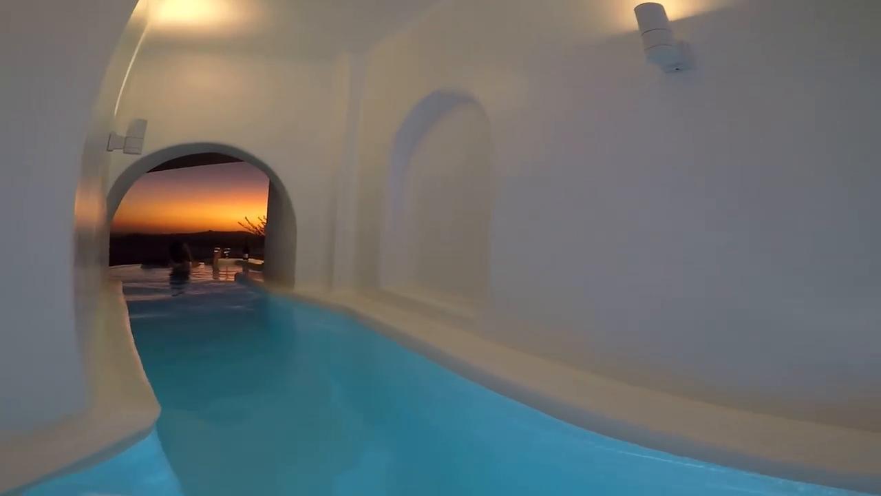 Santorini il mare in una stanza la piscina in camera con