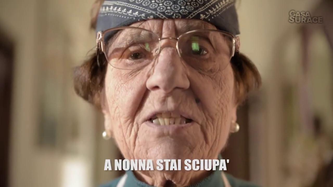 Da Soldi a Rolls Royce nonna Rosetta di Casa Surace ricanta le hit di Sanremo  Video La