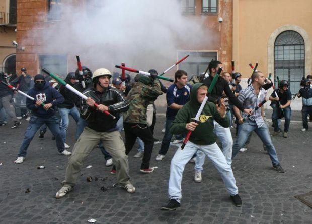 https://i0.wp.com/www.repubblica.it/2006/05/gallerie/scuola/scontri-piazza/ansa142507302910133219_big.jpg