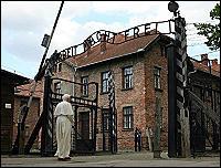 """<B>Il Papa ad Auschwitz a mani<br /><br /><br /><br /><br /> giunte """"Signore, perché hai taciuto?""""</B>"""