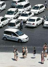 <B>A Roma 2500 taxi in più<br>siglato accordo con il Comune</B>