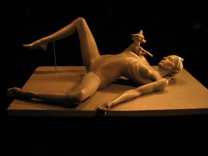 """L'autopsia di Paris Hilton"", ecco l'ultima scultura-shock"