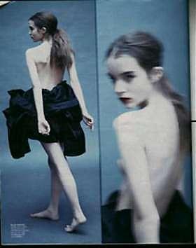 <B>La lolita diciassettenne a seno nudo<br>che fa scandalo al New York Times</B>