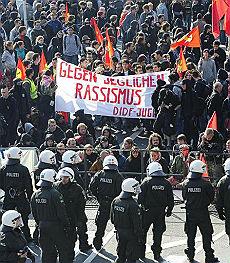 Colonia si ribella alla xenofobia  vietata la manifestazione islamica