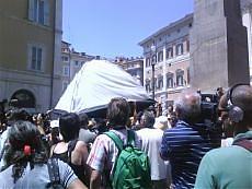 """Roma, la protesta dei terremotati In 1000 alla Camera gridano: """"Buffoni"""""""