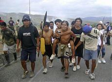 Perù, gravi scontri tra indigeni e polizia I nativi difendono i diritti sull'Amazzonia