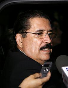 Honduras, divieto di atterraggio per l'ex presidente Zelaya
