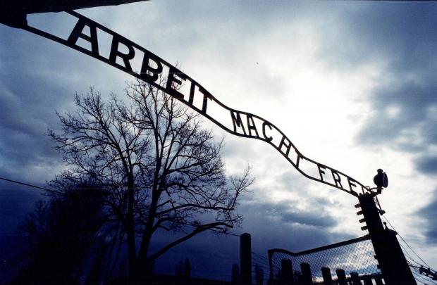 Foto Restituita ad Auschwitz la scritta rubata  1 di 13  Repubblicait
