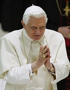 """Preti pedofili, il Papa ai cattolici irlandesi """"Scandalizzati per i fallimenti nella Chiesa"""""""
